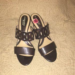 "Brown neutralizer sandal wit wide 3""heel"